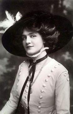 "Miss Lily Elsie ""La bella della Belle Epoque""the most beautiful woman of Belle Epoque Lily Elsie, Victorian Women, Edwardian Era, Edwardian Fashion, Vintage Fashion, Belle Epoque, Divas, Vintage Mode, Vintage Ladies"