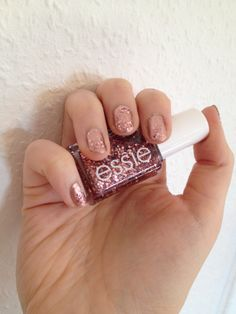 NOTD mit Essie Penny Talk und A Cut Above als Highlight