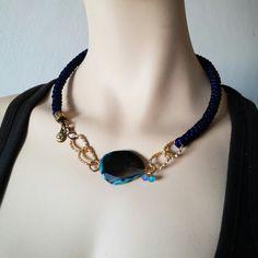 Collar Luvjan de seda con ágata y cristal  www.facebook.com/bycosmicgirl