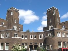 Hoefijzer - Centrale gevel met torens