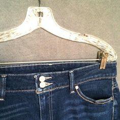 """LEVI waist 17"""" rise 9 1/2"""" inseam 30"""" leg open 9"""" LEVI jeans •cotton spandex blend •SIZE: waist 17"""", rise 9 1/2"""", inseam 30"""", leg opening 9"""" (tags are cut out)  •Excellent Condition Levi's Jeans"""