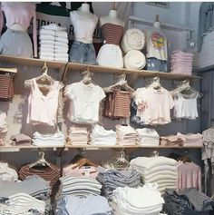 brandy melville store Teen Fashion - Source by fritzaschuerschuh - Style Outfits, Retro Outfits, Grunge Outfits, Trendy Outfits, Girl Outfits, Cute Outfits, Brandy Melville Style, Brandy Melville Outfits, Brandy Melville Photoshoot