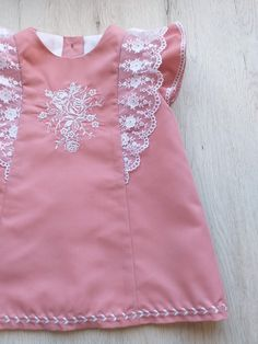 Dress for baby girl. Girls Frock Design, Kids Frocks Design, Baby Frocks Designs, Baby Dress Design, Kids Summer Dresses, Stylish Dresses For Girls, Dresses Kids Girl, Kids Outfits Girls, Baby Girl Frocks