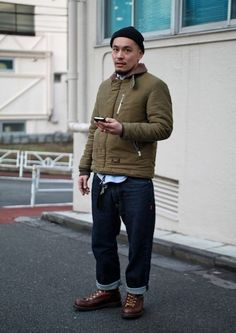 TOKYO - The trend of men dressing comfortably continues in Tokyo. Workwear Fashion, Denim Fashion, Streetwear Fashion, Fashion Outfits, Mode Style, Style Me, Cool Street Fashion, Street Style, Men Street