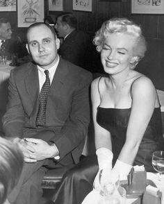 1955_02_club_21_jackie_gleason_party_with_journalist_everson