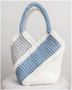 How To Crochet A Shell Stitch Purse Bag - Crochet Ideas Crochet Purse Patterns, Bag Crochet, Crochet Shell Stitch, Handbag Patterns, Crochet Handbags, Crochet Purses, Crochet Poncho, Crochet Stitches For Beginners, Simple Bags
