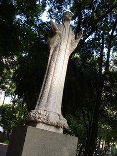 Centro de São Paulo: dante, escultura de Bruno Giorgi