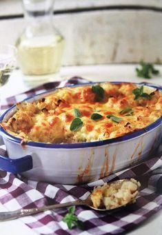 GEBAKTE BLOMKOOL Bestanddele 500 tot 600 g blomkool of broccoli, gewas 4 tot 5 snye witbrood 100 tot 200 ml preie, fyn gesny 2 eiers 500 ml kookmelk 2 ml sout knippie peper 5 ml fyn neutmuskaat 100 g Cheddar-kaas, gerasper klontjies botter . Braai Recipes, Steak Recipes, Side Dish Recipes, Vegetable Recipes, Vegetarian Recipes, Cooking Recipes, Appetiser Recipes, Veggie Meals, Veg Dishes