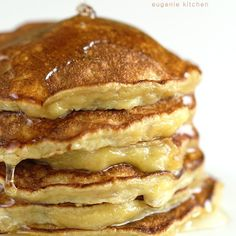 Got ripe bananas? Here goes a quick and easy low-calorie banana breakfast in a snap. Serve this gluten-free healthy banana pancakes with maple syrup.