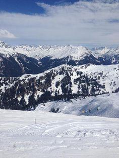Traumhafte Pisten in der Silvretta Montafon oder im Skigebiet Hochjoch - beide Talstationen sind nur 500 m von uns entfernt #meinmontafon #skifahren #autriche #oostenrijk #vorarlberg #appartgastauer Beide, Mountains, Nature, Travel, Austria, Ski, Vacation, Naturaleza, Viajes