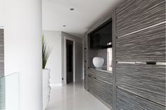 The Caleidolegno feature wall to the back of the kitchen cabinetry from Herrington Gate