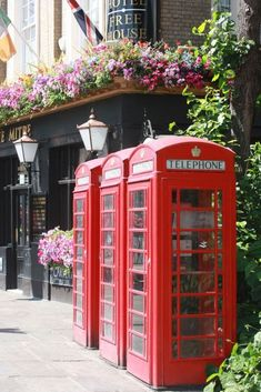 Best Hotels in London - the full London Travel Guide from travel blog The Discoveries Of. Affordable Hotels I Luxury Hotels I Quirky Hotels #luxury #london #traveldestinations