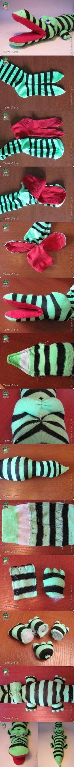 How to Save Money on Kids' Toys DIY Sock Crocodile Stuffed Animal Sock Crafts, Fabric Crafts, Fun Crafts, Sewing Toys, Sewing Crafts, Sewing Projects, Diy Projects, Sewing Art, Project Ideas