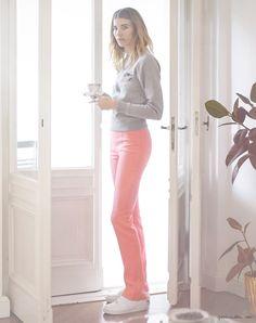 Veronika Heilbrunner, style story, Berlin apartment, Pink Pants, Escada ; Grey Sweater, Acne ; Sneakers, Nike Air Force 1, Sandra Semburg / Garance Doré