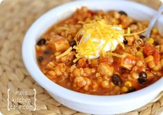 Southwestern Chicken Barley Chili - This was pretty good. The texture of the barley didn't seem to go with the texture of the beans and chicken. It was better after sitting overnight, but still not at the top of my chili list. Chili Recipes, Soup Recipes, Chicken Recipes, Cooking Recipes, Healthy Recipes, Recipies, Chicken Meals, Ww Recipes, Light Recipes