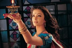 "Cannes Le cinéma indien à la fête Aishwarya Rai dans ""Devdas"". Bollywood Stars, Indian Bollywood, Bollywood Fashion, Bollywood Actress, Aishwarya Rai Photo, Aishwarya Rai Bachchan, Deepika Padukone, Mangalore, Most Beautiful Women"