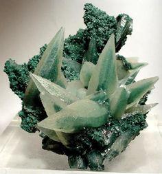 Calcite, Chlorite Group from Iraí, Alto Uruguai region, Rio Grande do Sul, South Region, Brazil
