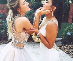 prom poses you & your BFFs need to try - GirlsLife Homecoming Pictures, Prom Photos, Prom Pics, Bff Pics, Prom Photography, Best Friend Photography, Maternity Photography, Couple Photography, Photography Ideas