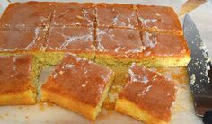 Lemon Drizzle Cake with a Crunchy Topping I've been making this recipe for more years than I care to remember. Oven Recipes, Cake Recipes, Dessert Recipes, Coffee Dessert, Dessert Bread, Mary Berry Tray Bakes, Mary Berry Lemon Drizzle Cake, Recipes From Heaven, Yummy Eats