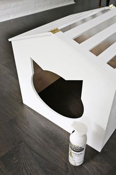 Yes, Need This! Litter Box Cover DIY! (click through for tutorial) #CatLitter