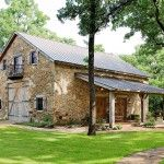 limestone-Wall-Triditional-look-lake-party-barn-with-living-quater
