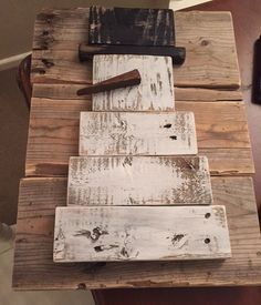 Snowman rustic pallet - Christmas Ornaments and Decor - Pallet Pallet Wood Christmas, Christmas Wood Crafts, Christmas Signs, Christmas Projects, Holiday Crafts, Christmas Holidays, Christmas Ornaments, Pallet Snowman, Holiday Decor
