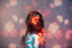 […] entre humo blanco, destellos rosados y verdes aparece la cantante Mona Lisa, Artwork, Mermaids, Singers, Diary Book, Work Of Art, Auguste Rodin Artwork, Artworks, Illustrators