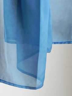 6a5a8911c6ec Etole de soie teinture naturelle d indigo d inde Réalisé par la marque  Rézéda