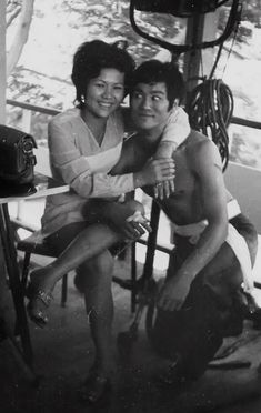 Circa August of In Thailand. Extra with Bruce Lee. Bruce Lee Art, Bruce Lee Martial Arts, Bruce Lee Photos, Brandon Lee, Martial Arts Movies, Martial Artists, Hong Kong, Bruce Lee Family, Jeet Kune Do