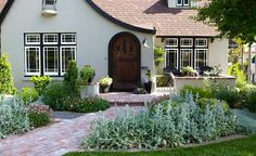 This elegant front entry incorporates sweeping curves similar to those on the architecture. Landscape design by Terry Design Inc in Fullerton, CA. To see hundreds more photos of front yard landscaping visit: http://www.landscapingnetwork.com/front-yard-landscaping/