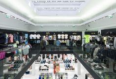 Tienda tienda Bershka de Bolonia, Italia. Premio a la Eficiencia Energética. #retail #greenlighting #Inditex #Bershka