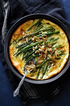 A savoury asparagus clafoutis filled with brie cheese and honeyed onions, taking the classic French pancake from sweet to savory. Crockpot Recipes, Soup Recipes, Vegetarian Recipes, Healthy Recipes, Brunch Egg Dishes, Savoury Baking, Fabulous Foods, Unique Recipes, Mediterranean Recipes