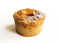 Aussi bon que beau, l'Angel Cake «  Miel et Amandes » est un gâteau sucré-salé, reprenant l'une des plus vieilles traditions culinaires du pays du Soleil Levant.