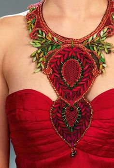 This stunning bobbin lace collar adorns a gorgeous red silk gown. Image courtesy of Hôtel de la Dentelle Brioude Lace Necklace, Lace Jewelry, Fashion Jewelry Necklaces, Jewellery, Crochet Collar, Lace Collar, Crochet Lace, Nights In White Satin, Lacemaking