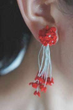 cotoyo matsue  red flower bouquet Crochet Crown, Crochet Motif, Diy Crochet, Crochet Flowers, Tatting Earrings, Beaded Earrings, Earrings Handmade, Crochet Earrings Pattern, Crochet Necklace