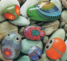Outstanding Awesome DIY Rock Painting Ideas : 45+ Best Inspirations https://decoor.net/awesome-diy-rock-painting-ideas-45-best-inspirations-1952/