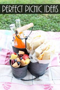 Plan the perfect picnic with our fail proof ideas! Perfect for a romantic picnic. - - Plan the perfect picnic with our fail proof ideas! Perfect for a romantic picnic. Romantic Picnic Food, Picnic Date Food, Picnic Desserts, Picnic Dinner, Family Picnic, Picnic Time, Picnic Foods, Beach Picnic, Romantic Dinners