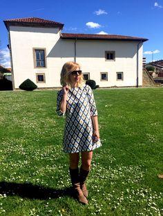 Vestido recto con estampado geométrico. Hecho a mano, nueva colección primavera verano 2016.