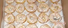 Wreaths with light buttercream International Recipes, Daily Meals, Donuts, Muffins, Rum, Food And Drink, Sweets, Yummy Food, Candy