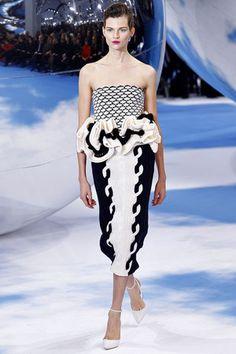 Christian Dior . inverno 2014 Knit Fashion, Runway Fashion, Fashion Show, Womens Fashion, Paris Fashion, Uk Fashion, Christian Dior, John Galliano, French Fashion Designers