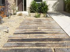 64 Trendy Ideas for gravel patio railway sleepers Driveway Design, Driveway Landscaping, Yard Design, Stone Driveway, Gravel Garden, Garden Edging, Garden Paths, Gravel Path, Coastal Gardens