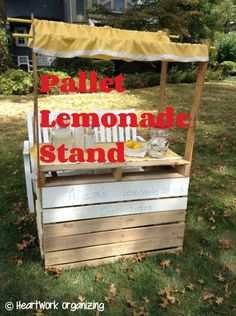 Check out this great DIY pallet lemonade stand tutorial for your next Alex's Lemonade event.
