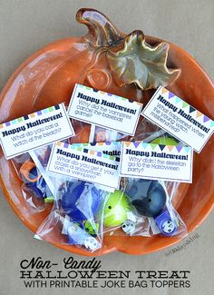 Adorable printable Halloween Joke Bag Toppers- can be used for candy or non-candy treats.   www.thirtyhandmadedays.com