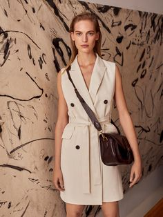 The most elegant new clothes for women at Massimo Dutti this Spring/Summer Discover the latest fashion trends in new shoes, jackets, pants or dresses. Latest Fashion For Women, Latest Fashion Trends, Womens Fashion, Trench Dress, Skirt Fashion, Fashion Shoes, Fashion Dresses, Stylish Outfits, Summer Outfits