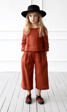 Linen culottes for girl/OFFON CLOTHING - The most beautiful children's fashion products Fashion Kids, Little Girl Fashion, Fashion Shoes, Tween Mode, Look Girl, Linen Blouse, Linen Pants, Kid Styles, Kids Wear