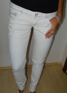 Kupuj mé předměty na #vinted http://www.vinted.cz/damske-obleceni/uzke-kalhoty/9747074-bile-bokove-kalhoty-s-flitry