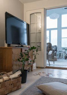 Olohuoneen vanha senkki Livingroom www.tohkeissaan.fi