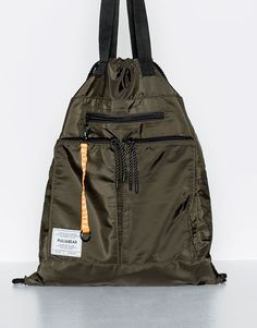 This Spring Summer 2020 try an alternative look with backpacks for men at PULL&BEAR. Printed, canvas or leather backpacks & belt bags for men. Crossbody Messenger Bag, Backpack Bags, Ballet Bag, Lightweight Backpack, Fabric Bags, Nylon Bag, Shopper Tote, Kids Bags, Cute Bags