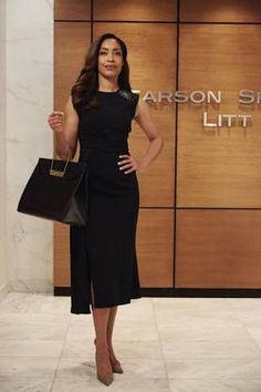 Gina Torres rocks a little black dress and handbag as Jessica Pearson on Suits Business Outfit, Business Fashion, Funeral Attire, Funeral Outfits, Funeral Dress, Jessica Pearson, Work Fashion, Fashion Outfits, Woman Outfits