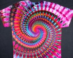 Diy Tie Dye Shirts, Dye T Shirt, How To Tie Dye, Hubby Love, Ice Dyeing, Wearable Art, Spiral, Craft Supplies, Art Pieces